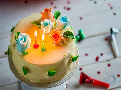 Now, cakes glow in the dark