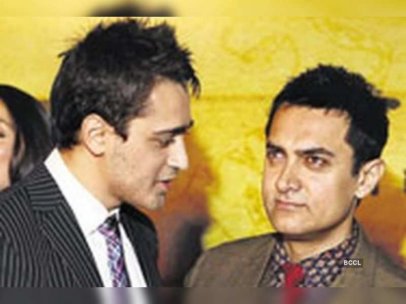 "Imran Khan with Aamir <a href=""http://photogallery.indiatimes.com/portfoliolist/3879094.cms"" target=""_blank"">More Pics</a>"