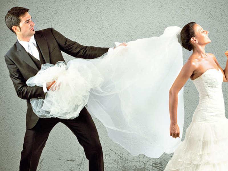 Woman running away from wedding (Thinkstock)