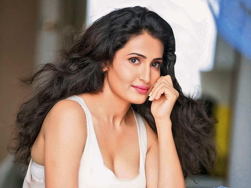 Namrata to debut in M-Town as Vijay Babu's wife