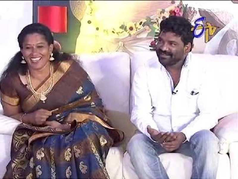 Lyricist Chandrabose and wife share a cute moment on 'Dhee Jodi'