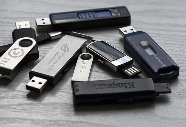 win 10 to flash drive