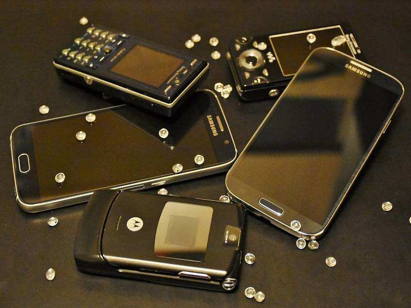 10 ways you can reuse your old smartphones | Gadgets Now
