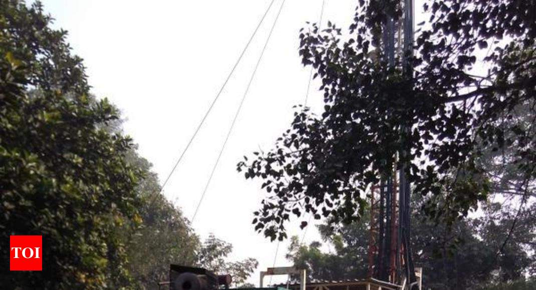 Mobile tower runs on generators next to RML Hospital - Times of India