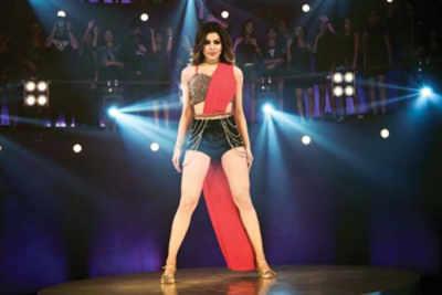 Urvashi Rautela sizzles in 'Haseeno Ka Deewana' version from 'Kaabil'