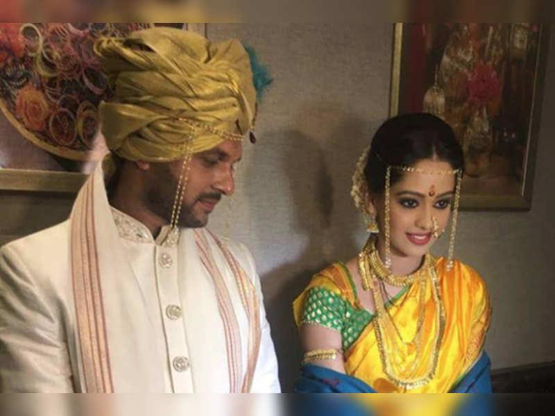 Satrangi Sasural actors Mugdha Chaphekar and Ravish Desai tie the knot