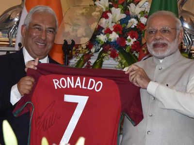 c99731ad1c3 Narendra Modi: PM Modi receives jersey signed by Cristiano Ronaldo ...