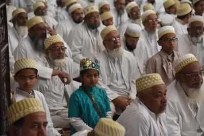 Syedna Mufaddal Saifuddin stresses on uplift of Dawoodi