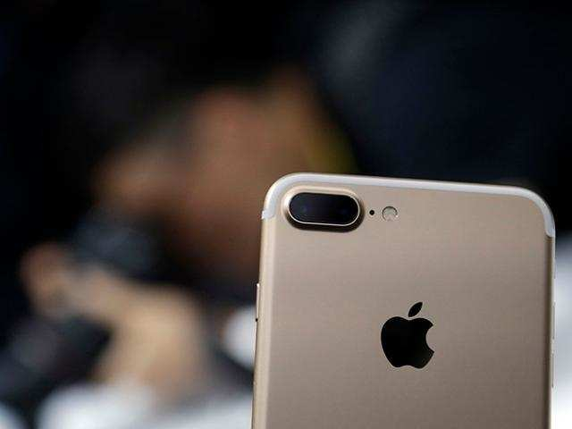 Apple reveals unexpected iPhone shutdown bug fix on iOS 10.2.1