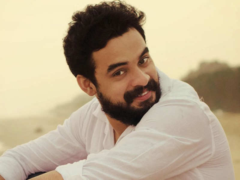 Tovino Thomas signs his next after 'Godha' and it's based on Amal Neerad's story