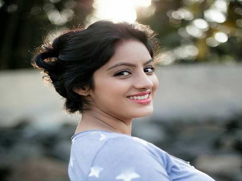Diya Aur Baati Hum's 'Sandhya', Deepika Singh flaunts her baby bump