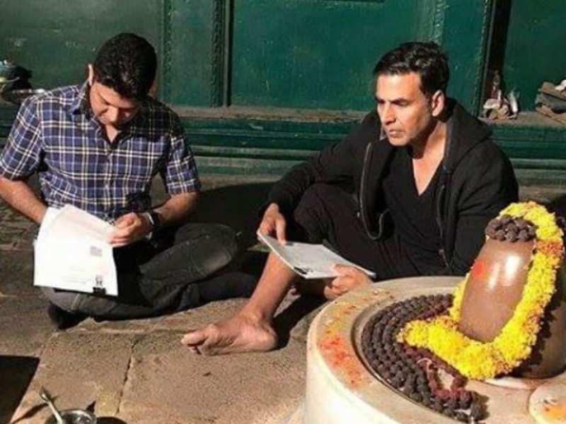 Akshay Kumar signs 'Mogul' at the Lord Shiva temple in Maheshwar