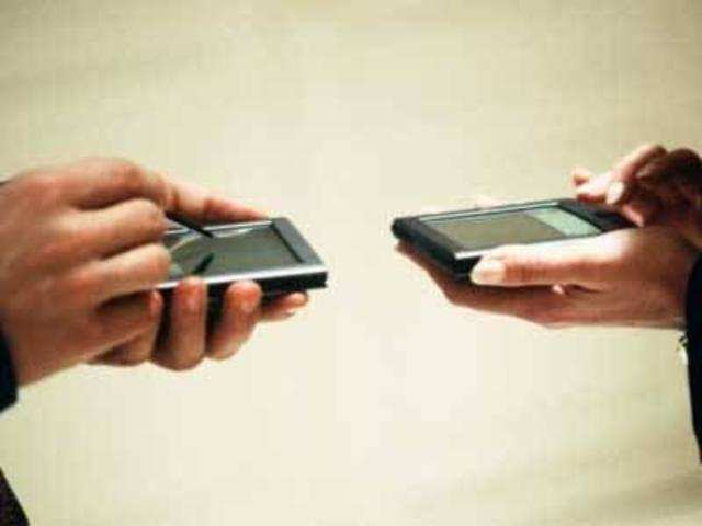 Mobile internet users in India to cross 400 million by next month: IAMAI