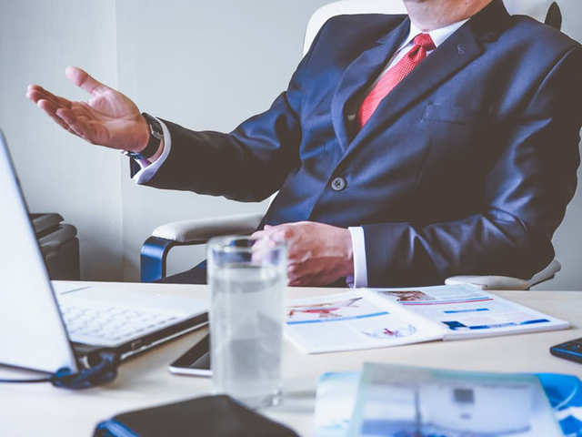 Wonder what are the to-dos for successful meetings? The mantras that successful CEOs follow to ensure that the agenda that they set for a meeting is met? Here are tips from CEOs and top executives of global technology giants like Amazon, Apple, Google, Facebook and others.