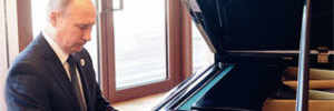 Piano man Putin tunes up in Beijing