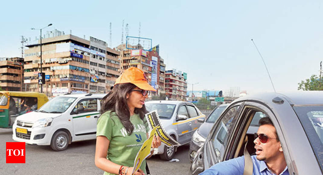 Noida teen on solo mission to teach drivers road safety and etiquette |  Noida News - Times of India