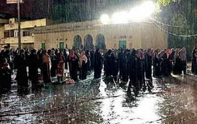 hyderabad mecca masjid: Absence of rain shed at Mecca Masjid