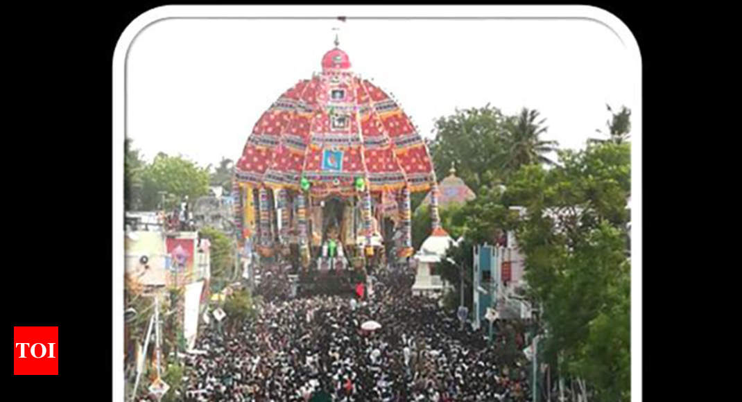 Tiruvarur Ther Thousands Of Devotees Takes Part In Aazhi Procession