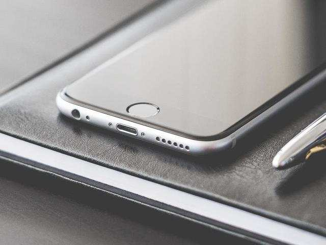 Apple iPhone 6 (16GB variant) in Space Grey colour is available at Rs 21,999 on Flipkart