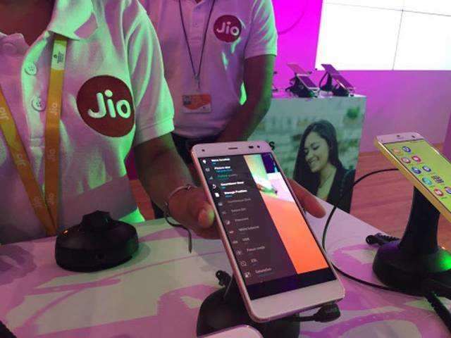 Reliance Jio is offering extra data to these customer