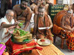 President Pranab Mukherjee offering prayers at Sri Kamakshi Amman Temple