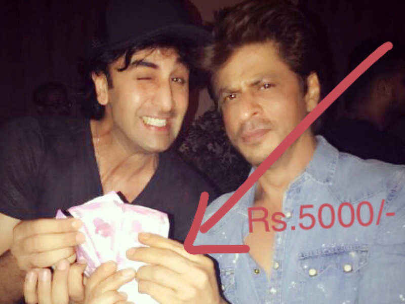 Shah Rukh Khan hands over Rs 5000 to Ranbir Kapoor to settle their 'Jab Harry Met Sejal' feud
