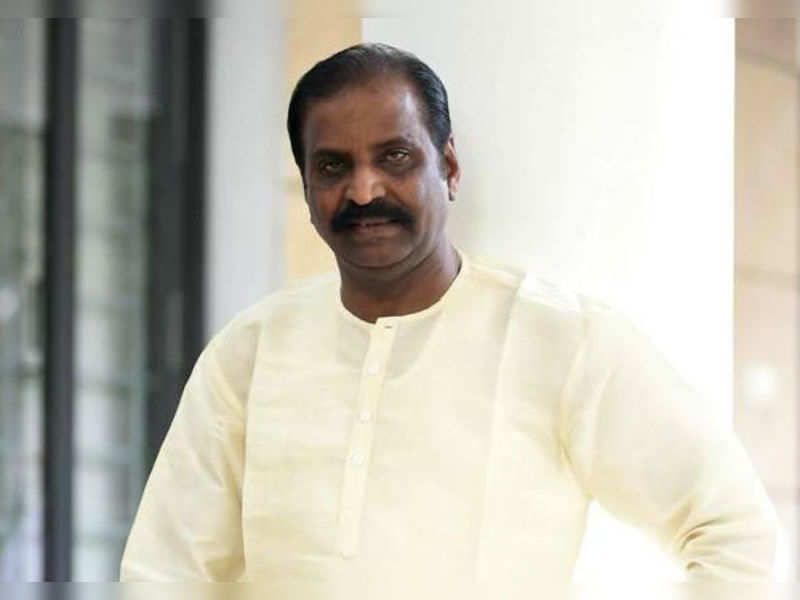 Vairamuthu to erect a statue for K Balachander