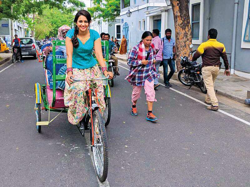 Rakul rides a cycle rickshaw in Pondicherry for Karthi's next