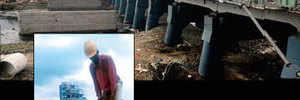 Workers pollute Mutha River while demolishing old Dengle Bridge rails