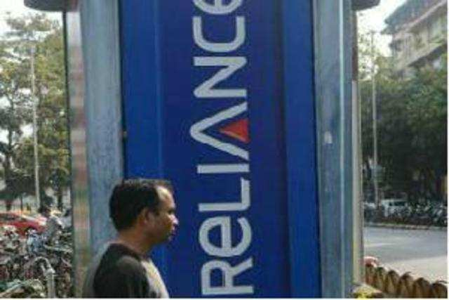 Under this new rental plan, RCom will offer unlimited calls, data and text messages.
