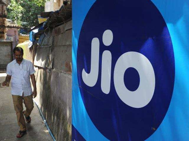 Here's why you should do Reliance Jio recharge with Amazon, Flipkart