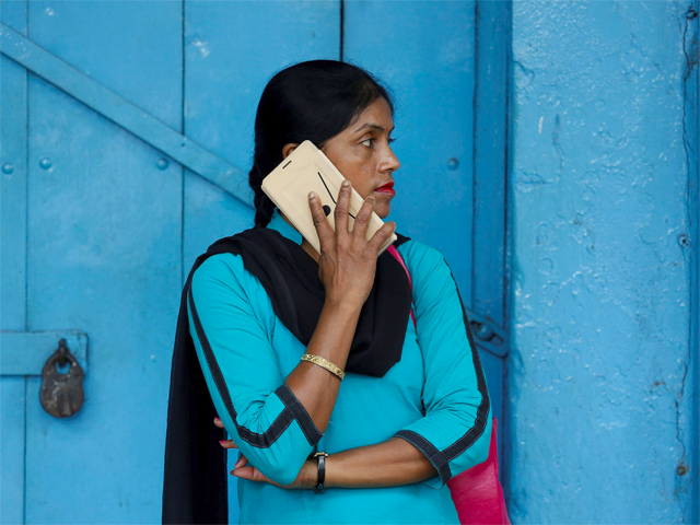 India may force foreign handset makers to set up servers here to ensure data protection