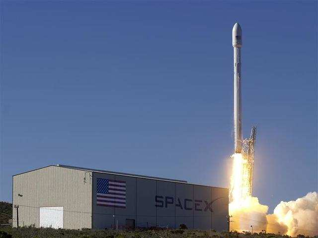 SpaceX readies rocket to launch secret space mission