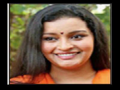 renu desai: Renu Desai takes to twitter, asks why can't