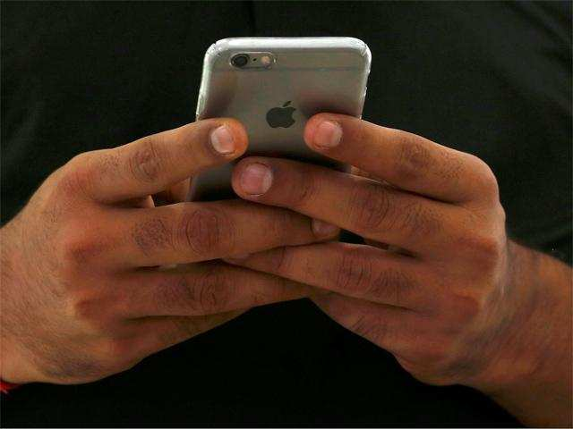 Lawyer seeks Rs 1 lakh from Apple over 'faulty iPhone'