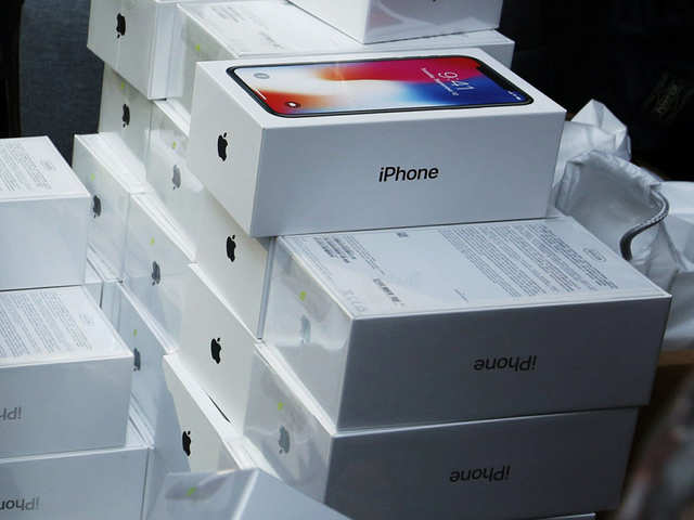 best service 8478e 559fa Man caught with 11 Apple iPhone X at Mumbai airport - Latest News ...