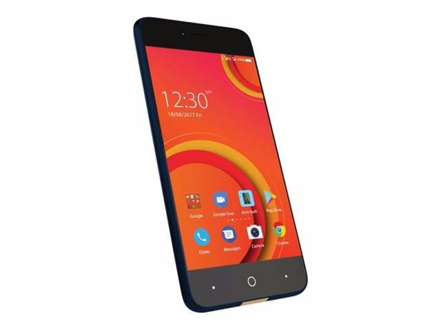 The Comio C2 comes with a 5-inch HD display with 720x1280 pixel resolution.