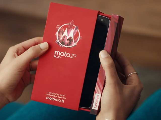Watch: Motorola's follow up to Samsung's iPhone X advertisement