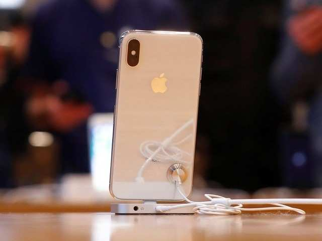Two held for cheating store of Apple iPhones and Macbooks worth Rs 1 crore