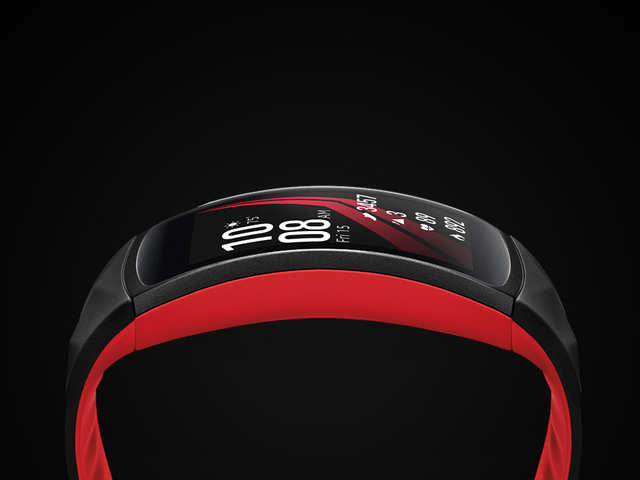 Speaking of Samsung Gear Fit 2 Pro, the wearable sports a 1.5-inch Super AMOLED curved display with 216x432-pixel resolution and 310ppi.