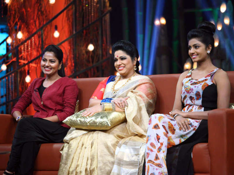 Tv Stars Haritha Suhasini And Anjana S Konchem Touch Lo Unte Chepta Episode Hosted By Pradeep Machiraju Looks Fun Times Of India