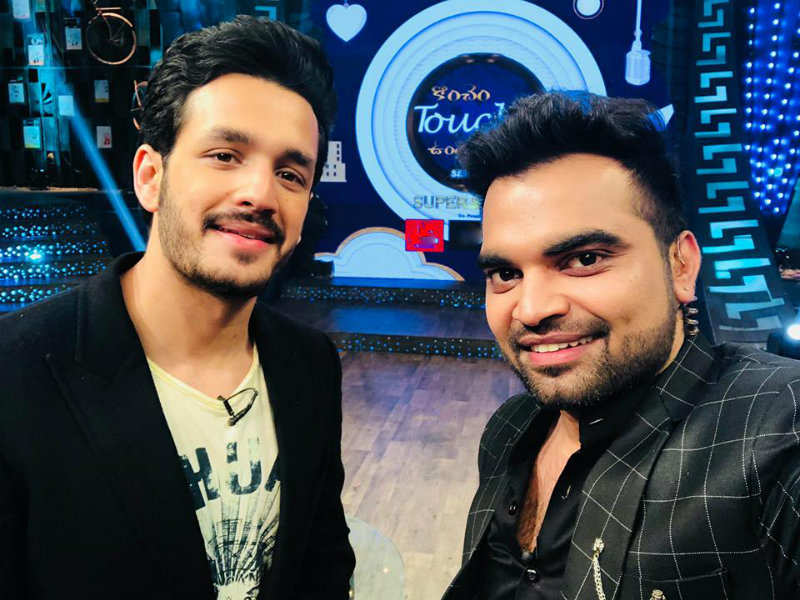 Hello Star Akhil Akkineni And Pradeep Machiraju S Konchem Touch Lo Unte Chepta Promo Receives Good Response Times Of India