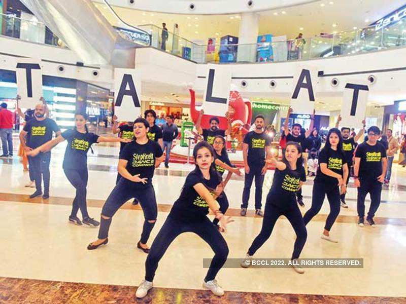 A group of dancers surprised Noida shoppers as they performed salsa and tango to Talat Mahmood's Hindi tracks at this flashmob in a city mall (BCCL/ Samik Sen)