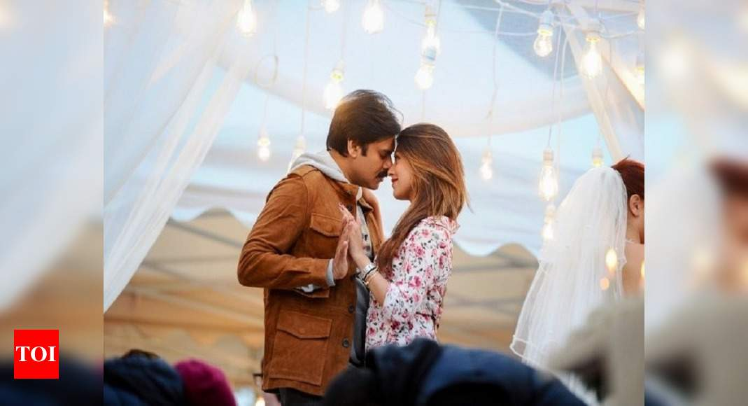 Agnyaathavaasi Movie Review Box Office Collection Agnathavasi Story Trailer Songs Cast And Crew