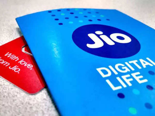 The analysis showed that Jio's net port-in pace increased to about 0.7 million per month between June 2017 and October 2017 .