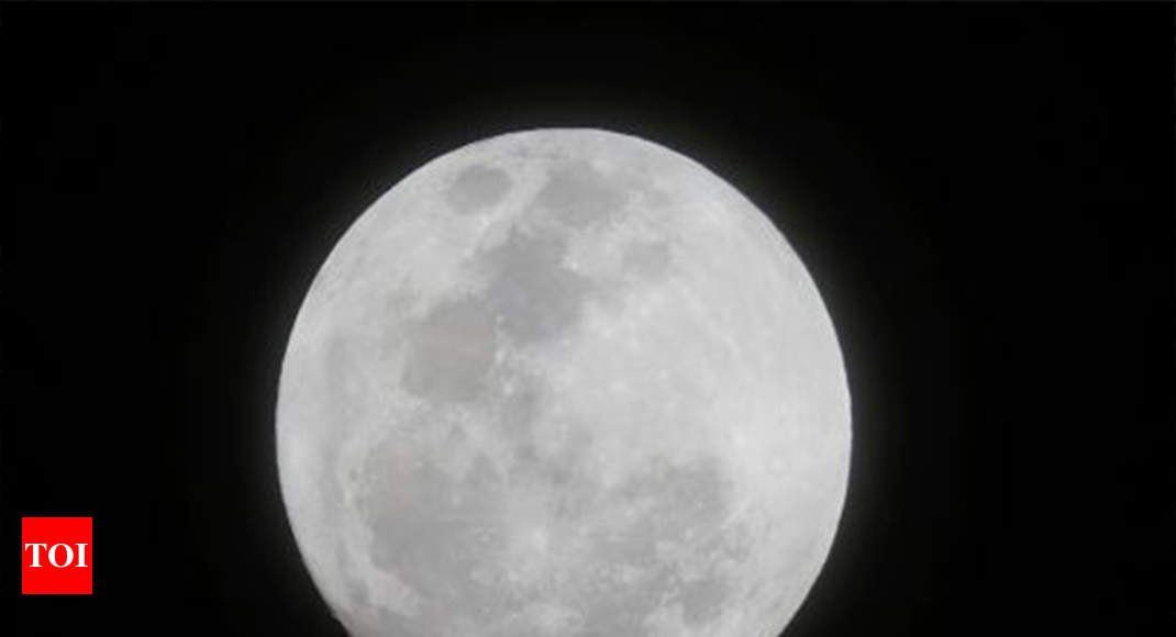 Once-in-a-blue-moon treat for Kolkata | Kolkata News - Times of India