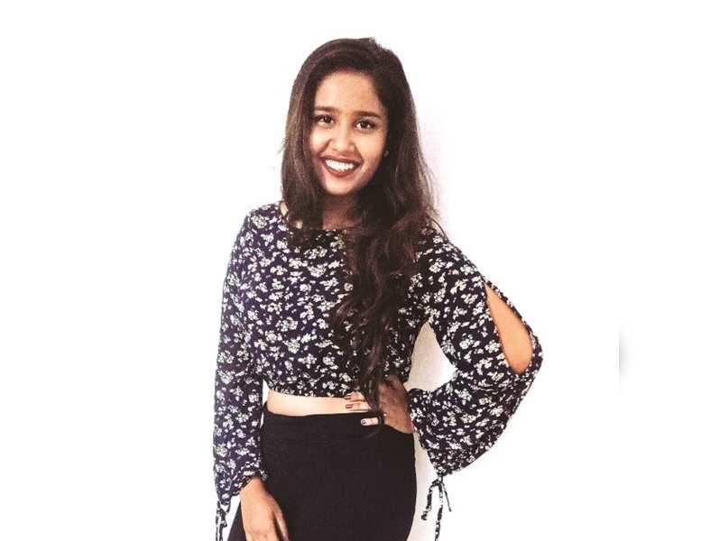 Laxmikant Berde's daughter Swanandi to make her acting debut
