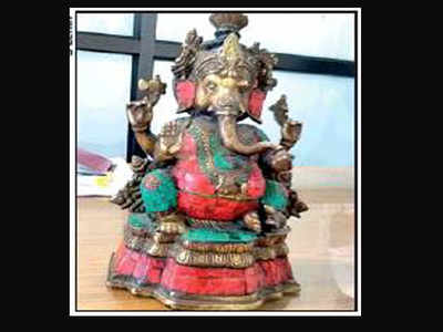 madurai customs: Foreigners with 'antique' Ganesha idol