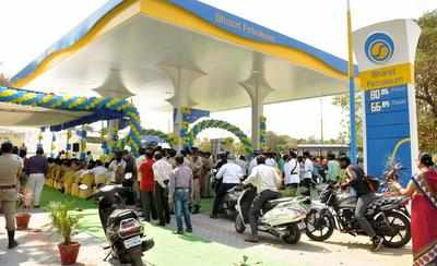 First petrol pump run by railway police opened | Nagpur News