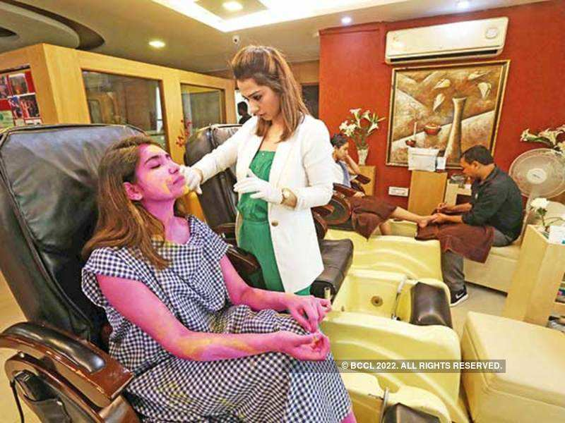 Srishti Bhagat from Ramjas College shows us how time consuming post-Holi colour removal sessions can be (BCCL/ Ajay Kumar Gautam, location courtesy: Pachouli Wellness Clinic)